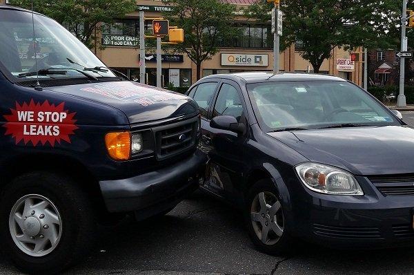 Que debo hacer si me colisiona un vehículo que conduce sin seguro