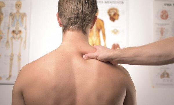 bajo qué criterios se indemnizan los traumatismos menores de la columna vertebral.