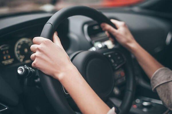 Cuales son las normas de seguridad que debe seguir una mujer embarazada al conducir