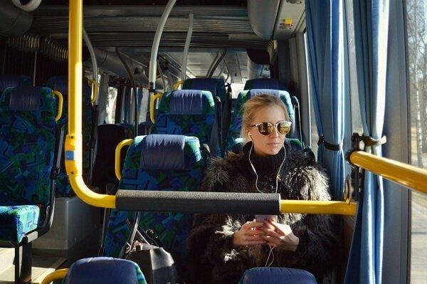 Una mujer debe ser indemnizada si sufre un aborto por un choque en transporte publico