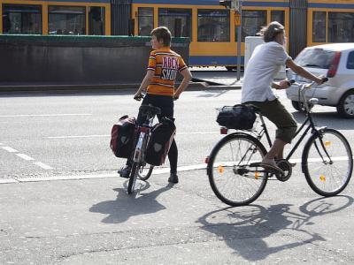 Por cuales sitios se puede andar en bicicleta si no hay ciclovias o sendas propias