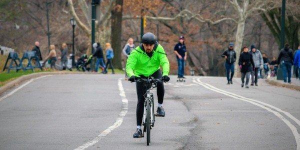 Que se debe hacer al andar en bicicleta donde no hay senda propia